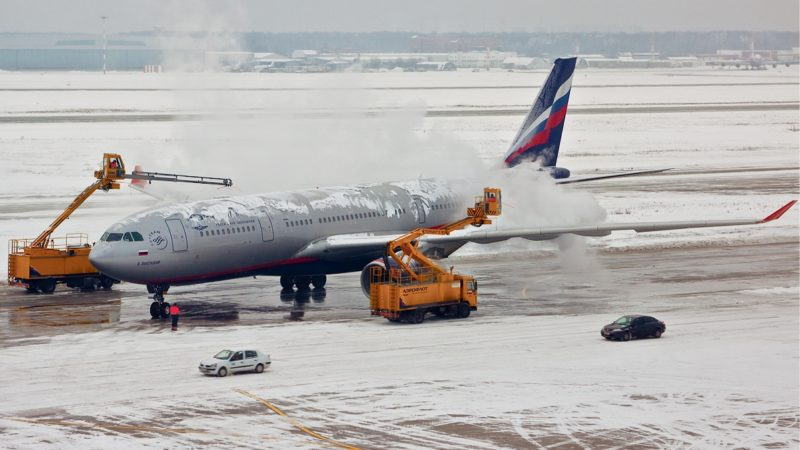 """""""Aeroflot Airbus A330-200 de-icing Pereslavtsev"""" by Alex Pereslavtsev - http://www.airliners.net/photo/Aeroflot---Russian/Airbus-A330-243/1710354/L/. Licensed under GFDL 1.2 via Commons."""
