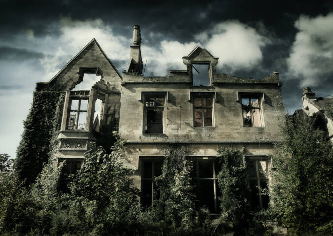 The 7 Spookiest Haunted Houses In America