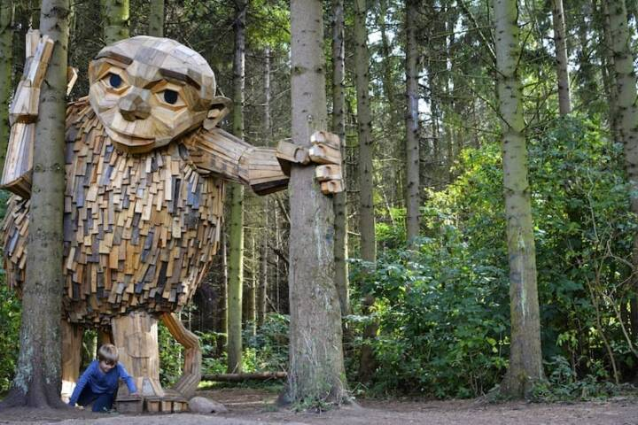 The Little Tilde sculpture is made solely from local scrapwood scavenged by Danish artist Thomas Dambo and his team.