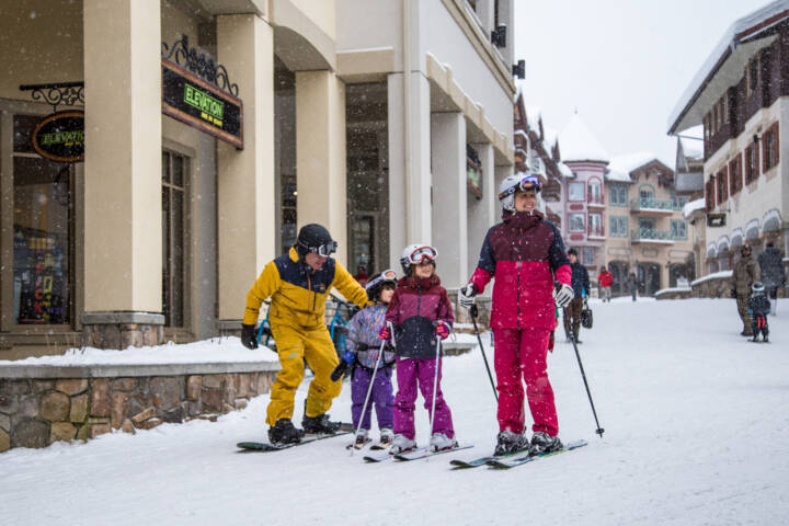 4 Very Canadian Tips for Your Family Ski Trip