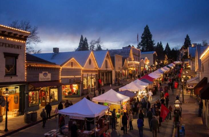 America's 10 Best Towns to Visit During the Holidays