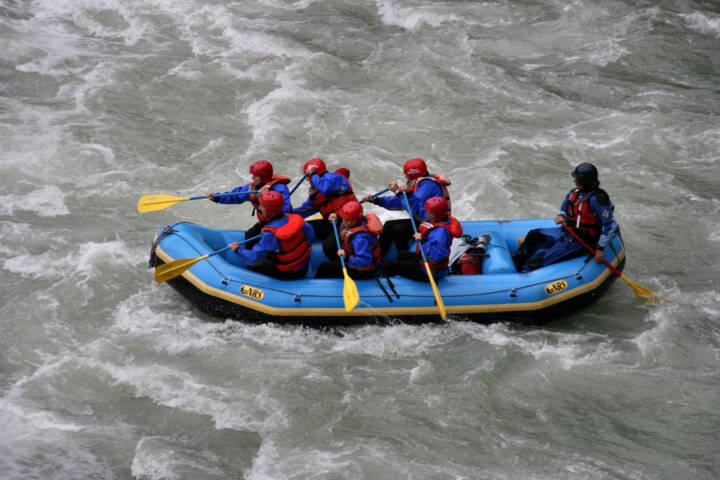8 Thrilling White Water Rafting Destinations in North America