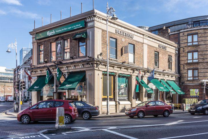 The Dublin Pub Crawl: 10 Historic Pubs for Food, Spirits, and Legends