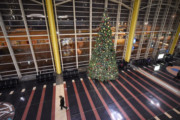 8 Tips for Surviving the Airports at Christmas