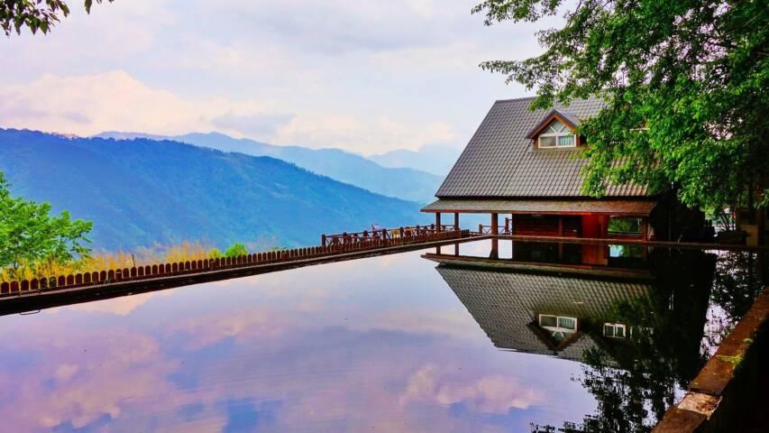 Infinity Pool & Spa Overlooking Mountains